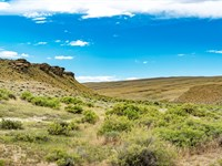 160 Acre Ranch With Creek : Rawlins : Carbon County : Wyoming