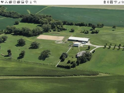 Beautiful Farm In The Country : Downs : McLean County : Illinois