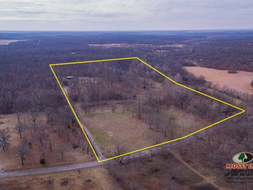 Beautiful Country Home on 20 Acres : Baxter Springs : Cherokee County : Kansas