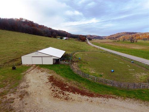 Barn, Arena, Pasture, Woods : Hillpoint : Sauk County : Wisconsin