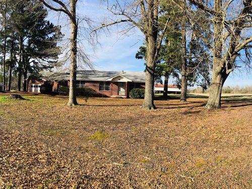 Ranch Home, 39 Acres, Pond, & Barn : De Kalb : Bowie County : Texas