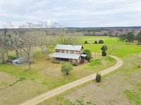 4 Bed/3 Bath Lodge, River Frontage : Magnolia : Pike County : Mississippi