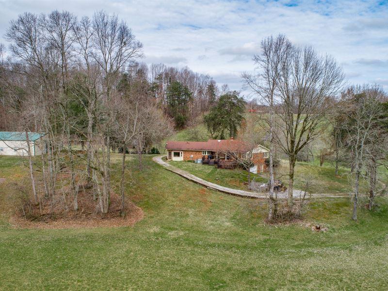 92 60 Ac Farm, Brick Hm, Polebarn : Ranch for Sale : Celina : Clay County :  Tennessee
