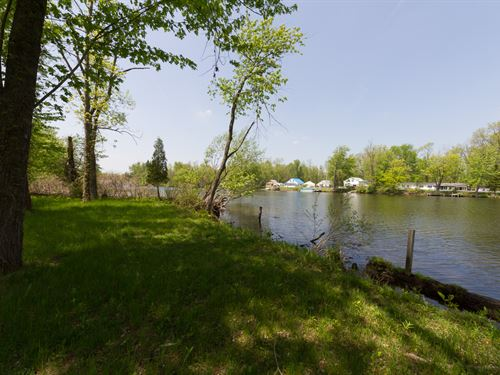 Large Parcel On The River : Clay : Onondaga County : New York