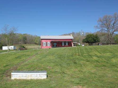 Farm Renovated Farm House Acreage : Centerville : Hickman County : Tennessee