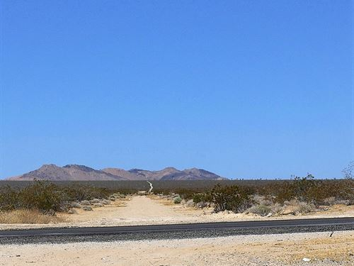 Beautiful Property With Nice Views : Adelanto : San Bernardino County : California