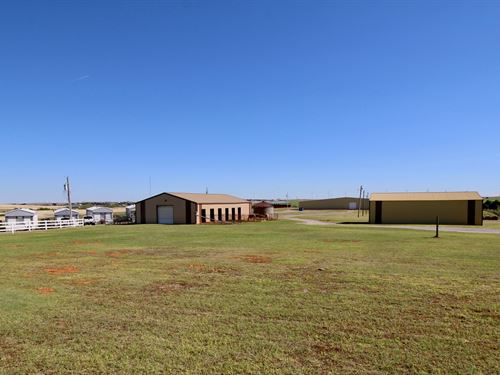 Oklahoma Property Indoor Arena : Weatherford : Custer County : Oklahoma