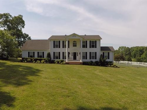 Beautiful Home On Large Acreage : Bruceton : Carroll County : Tennessee