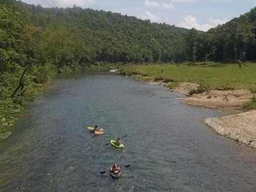 River Front Log Home : Pottersville : Ozark County : Missouri