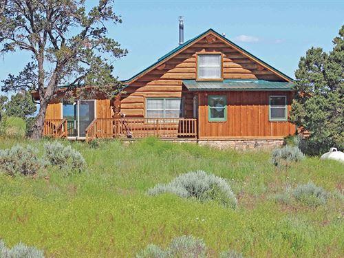 This Southwest Colorado Log Home : Cahone : Montezuma County : Colorado