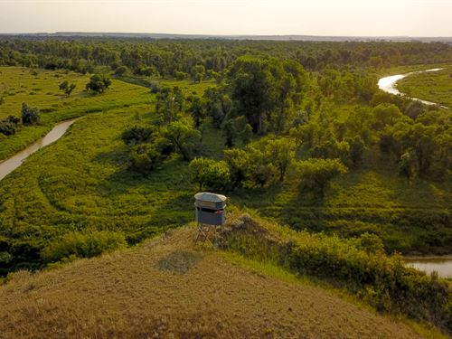 Bushman's Famous Cottonwood Canyon : Sidney : Richland County : Montana