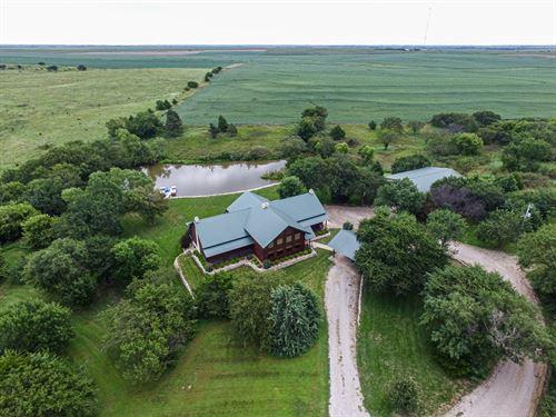 Magnificent Log Home : Minneapolis : Ottawa County : Kansas