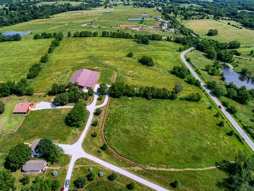 Fantastic Cattle And Horse Ranch : Kearney : Clay County : Missouri