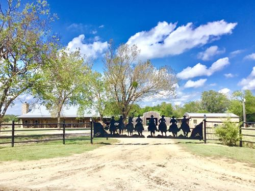 Equine Ranch East Texas, Priefert : Winnsboro : Wood County : Texas