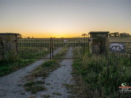 Home on 160 Acres With Magazine Vi : Severy : Greenwood County : Kansas