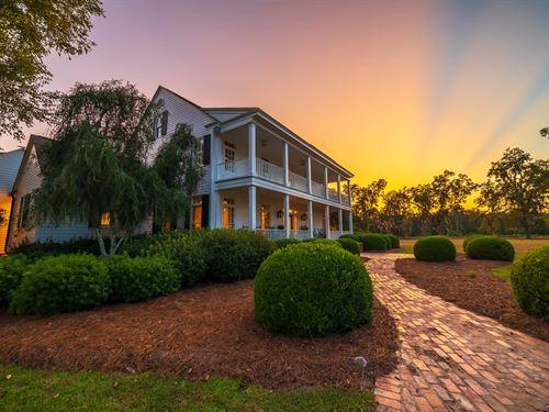 True Southern Living : Lakeland : Lanier County : Georgia