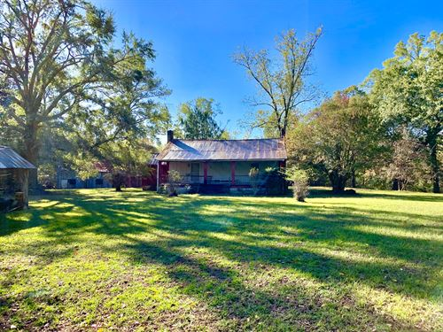 Historic Farmhouse Timber Hunting : Centreville : Bibb County : Alabama