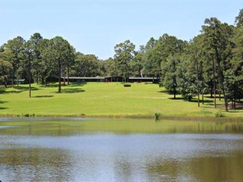 Corporate Hunting Lodge Retreat : Jasper : Newton County : Texas