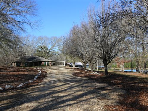 Beautiful Country Home With Pond : Hayneville : Lowndes County : Alabama