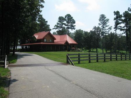 230 Acres With 28 Acre Private Lake : Huntingdon : Carroll County : Tennessee
