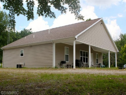 Newer Lodge In Hunting Paradise : Cassopolis : Cass County : Michigan