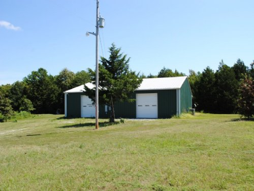 Homesite, Large Building, 17 Acres : Mountain View : Stone County : Arkansas